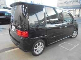 ★リヤ・サイドビューです。リヤドア・リヤガラスはプライバシーガラスですので、外から車内が見えにくくなっております。