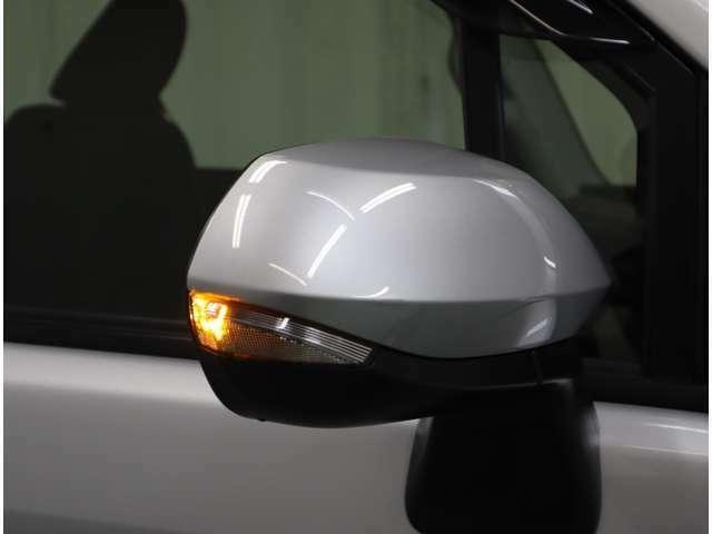 スタイリッシュなウィンカーミラーが対向車からの視認性アップ!結構目立ちます♪