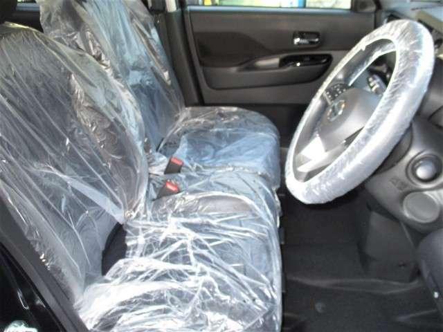 フロントシート。運転席はお好みに合わせて高さ調整が出来ます♪