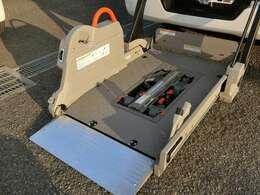 全自動リフター!電動式車いす固定装置!