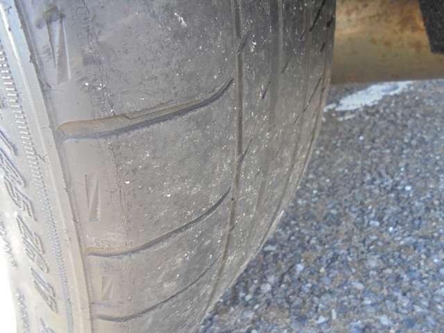 目がないので当社指定新品タイヤに交換しての納車となります。整備費用に入っております。
