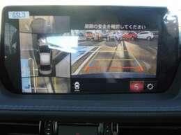 フロント、左右、リアにカメラを4個配置しフロントビュー、サイドビュー、リアビューに加えてトップビューの映像を映すことができます。