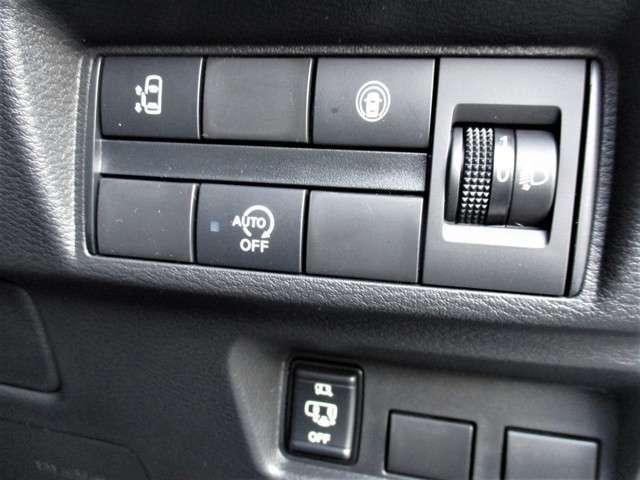 後席左スライドドアの開閉は運転席からもボタン1つで出来ます♪