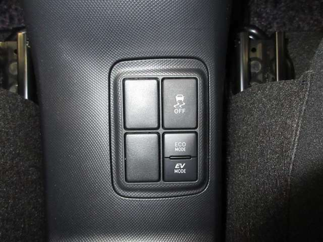 モーターのみで走行できるEVモード付。更に燃費を改善するECOモード切り替えもついてます。