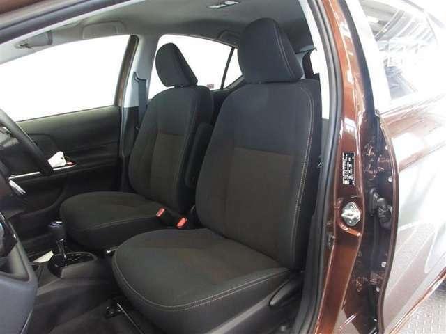 運転席6ウェイの調節機能が付き、ドライバーの体型に合わせたドライビングポジション調整が可能です。