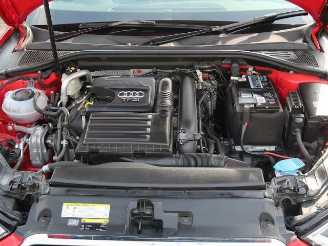 【30TFSIエンジン】排気量を小さくし、燃費・環境性能の向上と余裕あるパフォーマンスを両立するTFSIエンジン。ターボチャージャーとガソリン直噴システムFSIの組み合わせ