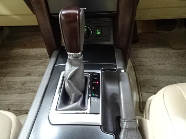 高級感と綺麗な内装~♪12V/120W、USB端子もついているんです♪当店イチオシ車両です。是非一度ご覧になっていただきたいです☆
