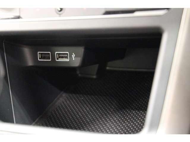 ETC車載器は助手席前のグローブボックス内にございます。