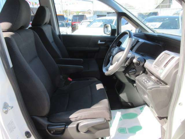 運転席もとても綺麗なコンディション車両になります♪