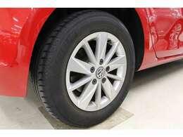 15インチのアルミホイールを標準装備しています。タイヤサイズは前後共に195/65 R15です。