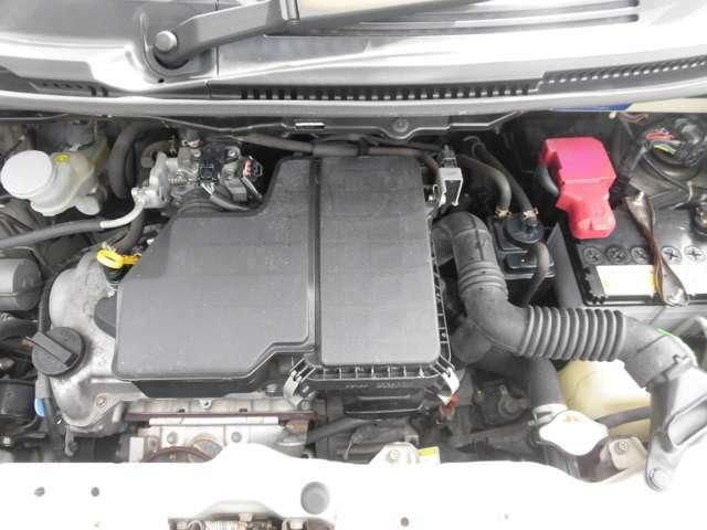 ご納車の前に当社のサービス工場で点検整備(法定12か月点検)をおこない、エンジンオイルやワイパーゴムの交換します。