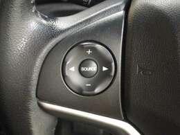 ハンドル手元でナビやオーディオの操作も可能です。走行中でもハンドルから手を離さずに操作ができて安心です。