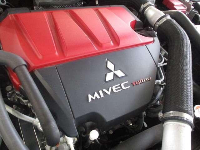 排気量:2000cc 原動機の型式:4B11型エンジン MIVEC(可変バルブタイミング)+ターボ 低回転から高回転まで力の出る設定のエンジンです。