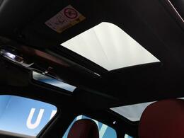 ●ガラスルーフ:開放感のあるガラスルーフでワンランク上のドライブをお楽しみください