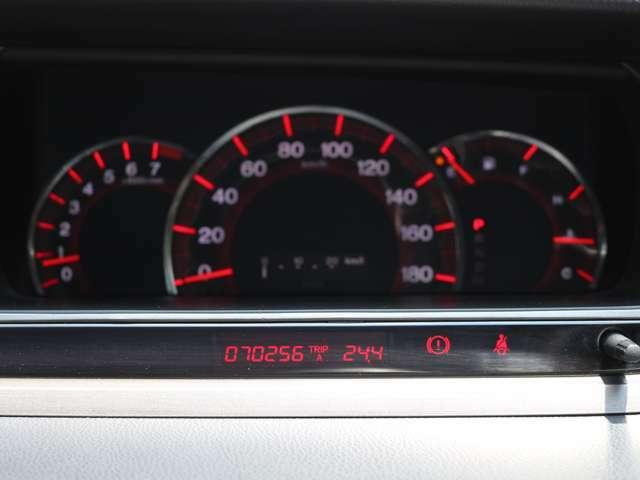 距離もまだまだ7.0万キロ!タイミングチェーン式のエンジンなので交換不要です★