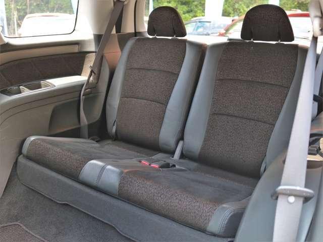 サードシートは折り畳み収納可能!使用感も少なくグッドコンディション★