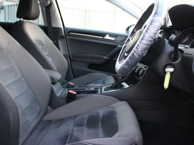 欧州車らしく硬めのシートが体を程よくつつみこみ、長距離でも快適に運転できます。
