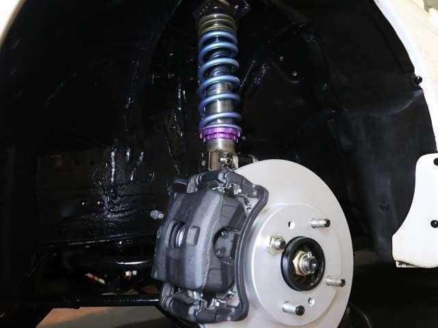 ブレーキ廻りは新品部品を多数投入しオーバーホール施工済み。HKS車高調&アイバッハサス装着です。