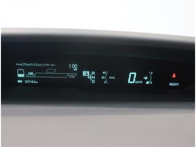 デジタルメーターで燃費効率など確認出来ます。視認性も良好です