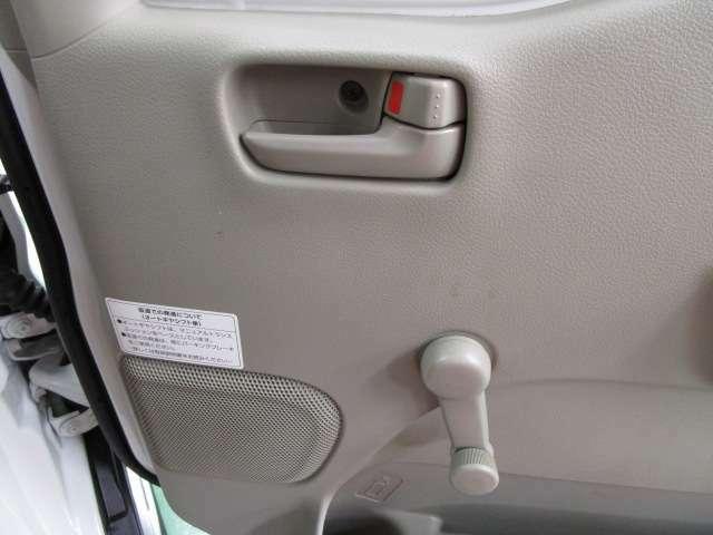 窓の開け閉めはこちらで!気分により窓の開け閉めも自由に操作。