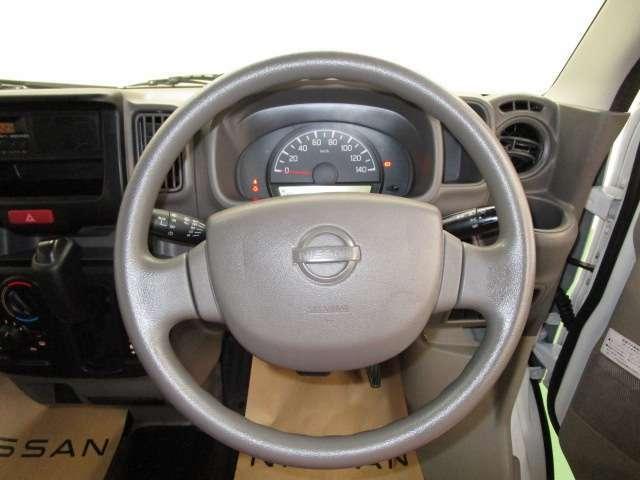 運転が楽しくなる明るく開放的な運転席まわりです。