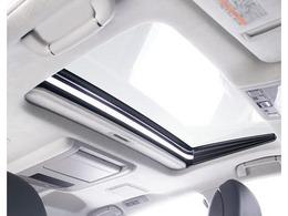 稀少装備サンルーフ搭載!全国的にも数が少なく希少性の高い装備の一つ。ドライブを快適にしてくれる装備品です!