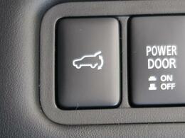 電動リアゲートを装備!ワンプッシュで開閉が可能です!運転席からの開閉もできますので、大変便利な機能です!
