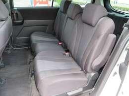 ベンチシートにも、セパレートシートへも自在にアレンジを変えられるカラクリシート。使い方が広がります。