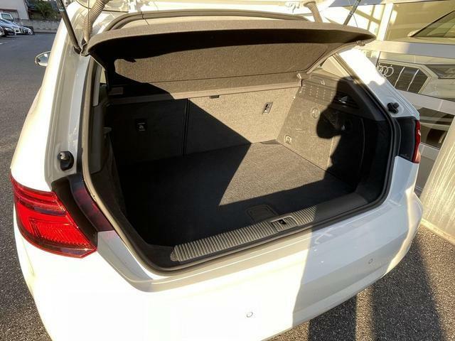 後席シートを倒せばさらに充実のラゲッジスペースを確保できます。