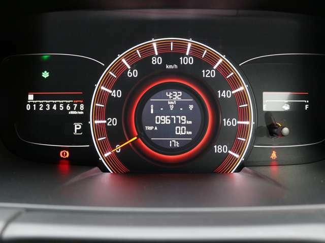 距離もまだまだ9.7万キロ!タイミングチェーン式のエンジンなので交換不要です★
