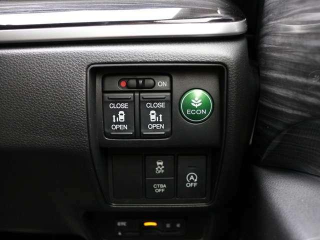 運転席からも操作可能な両側パワースライドドア!挟み込み防止もあり小さなお子様にも安心★隣のお車を気にすることなく開閉可能なのもうれしいところですね!