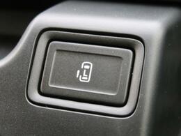 【両側スライドドア(片側電動)】後ろドアが両側ともスライドタイプになっています!助手席側は電動で操作できるので、手が塞がっているときも安心♪