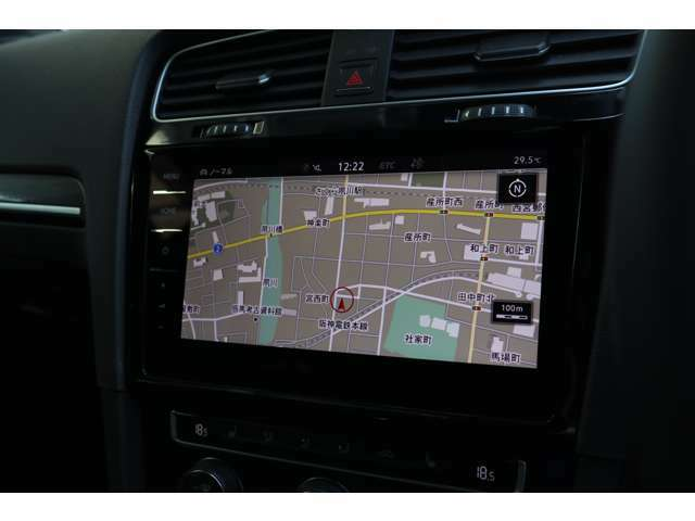 ■Discover Pro■9.2インチの大画面タッチパネル式高性能ナビには、フルセグTV、CD、DVD、SDカード、Bluetooth、Volkswagen Car-Netの機能を搭載しています。