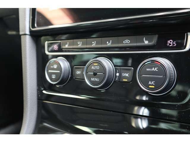 左右独立式のオートエアコンを装備。また、シートヒーターも装備されておりますので、寒い時期でも快適なドライブをお楽しみいただけます。