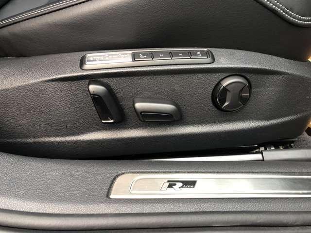 運転席電動シートの操作部です。メモリー機能もありますので、ドライバーが代ったとしても、ワンタッチで自分の位置に戻せますので安心ですね。