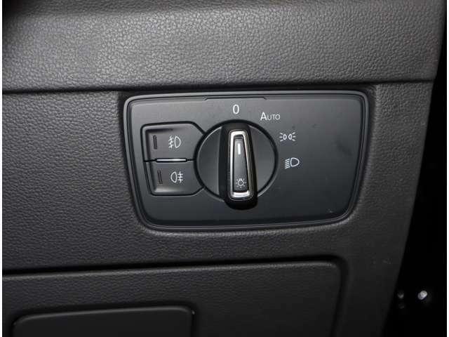 オートライトが付いてます。周囲の暗さに合わせて自動でライトが点灯するので事故防止に役立ちます。