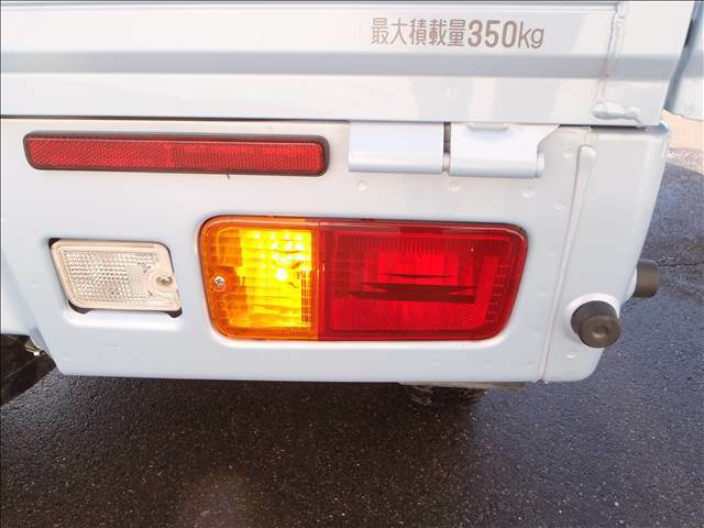 4WD!CDオーディオ!スマートアシIIIt!追突回避支援ブレーキ!誤発進抑制機能!車線逸脱警報!キーレス!パートタイム4WD!ヘッドライトレベライザー!荷台作業灯!LEDヘッドライト!LEDフォグ!