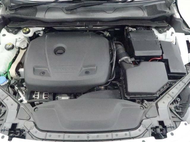 ◆T3エンジン(1.5L直列4気筒直噴ターボエンジン)『排気量を抑えながら、力強いパワーを発揮するまったく新しいボルボのエンジン。ゆとりあるドライビングプレジャーと心地よいドライビングフィールも実現し