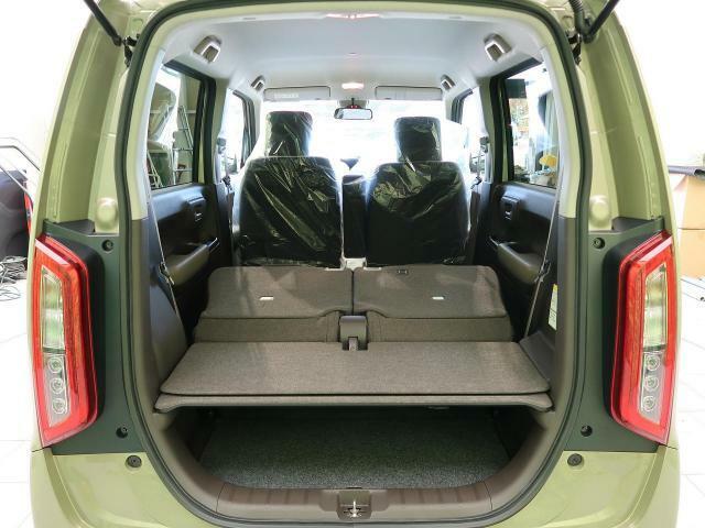 ラゲッジルームは、大容量のスペースを確保。リアシートを倒すことでバリエーション豊かに収納できます。