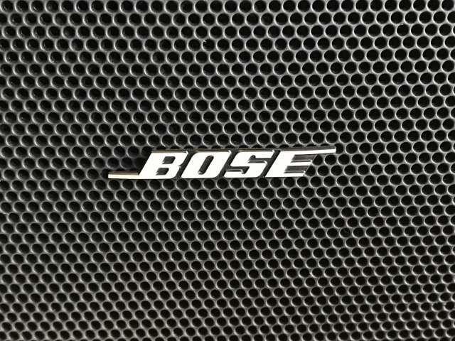 Bose社と共同開発によって最適な音響チューニングを施した小型・軽量・高校率のオーディオシステムです。9スピーカーと組み合わせ、迫力あるサウンドを再現。