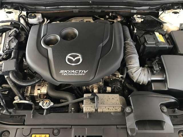 高価なNOx後処理装置無しでポスト新長期規制に適合しながら、4.0L V8ガソリンエンジン車並みのトルクを実現した「SKYACTIV-D 2.2」搭載。