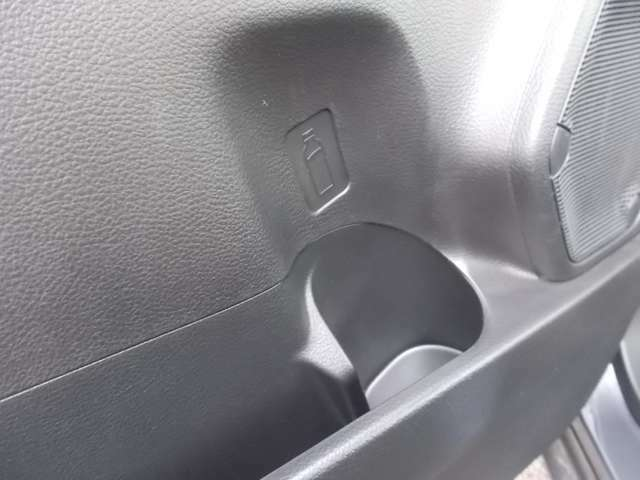ドアにもペットボトルホルダー装備☆