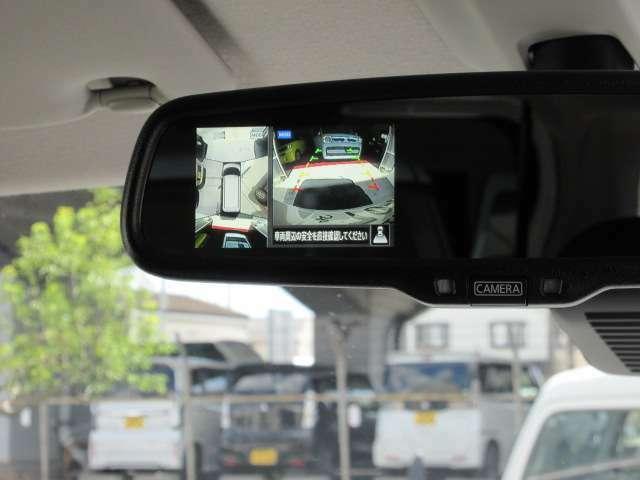 標準装備のバックカメラです。ルームミラーに映ります!