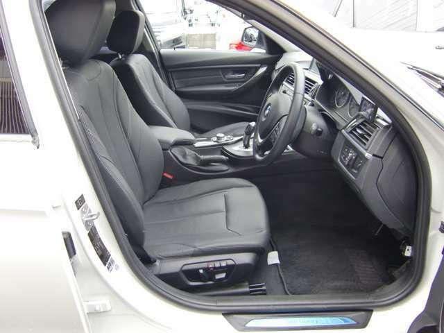 使用頻度の高い運転席も御覧のような綺麗な状態を保っております★便利なメモリー機能付のパワーシートですので、どんな体格にも合わせやすく、細かい調整可能です(^^