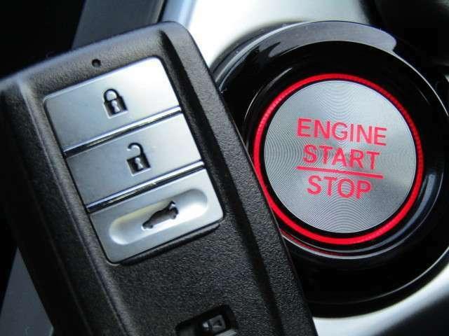 【スマートキーシステム!】鍵を持っているだけでドアの施錠からエンジンスタートまでできます。 ※メールやLINEでのお問合せも可能ですのでお気軽に当社スタッフにご用命ください。