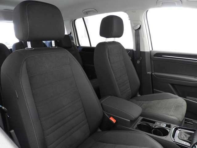 ☆7シーターのGolf Touranには各所に便利な収納スペースと機能を備えています。1列目のシートアンダートレイ、2列目のシートバックテーブル、3列目のカップホルダー等満載です☆