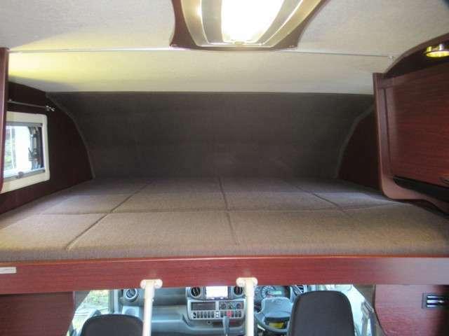 ゲスト用ベッドとして、または荷物収納スペースとして使えるバンクベッド。ラダー(はしご)付きです。