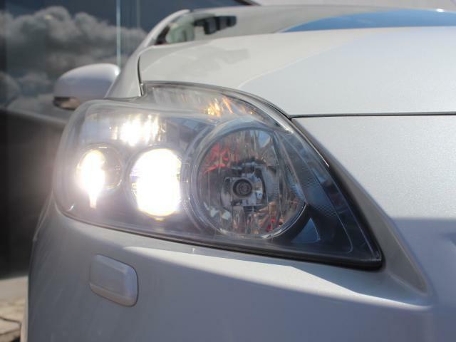 キセノンライトが夜道を明るく照らしてくれるため、安全に走行できます!