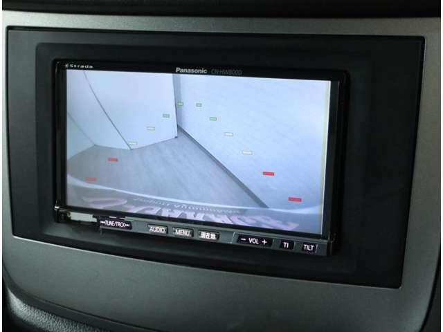 ミニバンには必須のリアビューカメラ。目視で確認できるから、車庫入れも安心です。