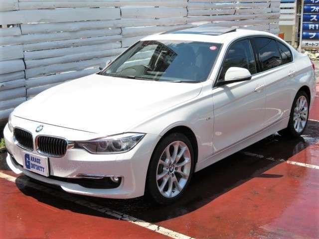 """6年半ぶりに、""""BMWの大黒柱""""3シリーズが一新♪2リッター直4直噴ターボ+トルコン式ZF製8ATを設定♪先代(E90)の320iと比べ、パワーとトルクがそれぞれ10%と30%向上した一方、JC08モード燃費は16.6km/リッター♪"""